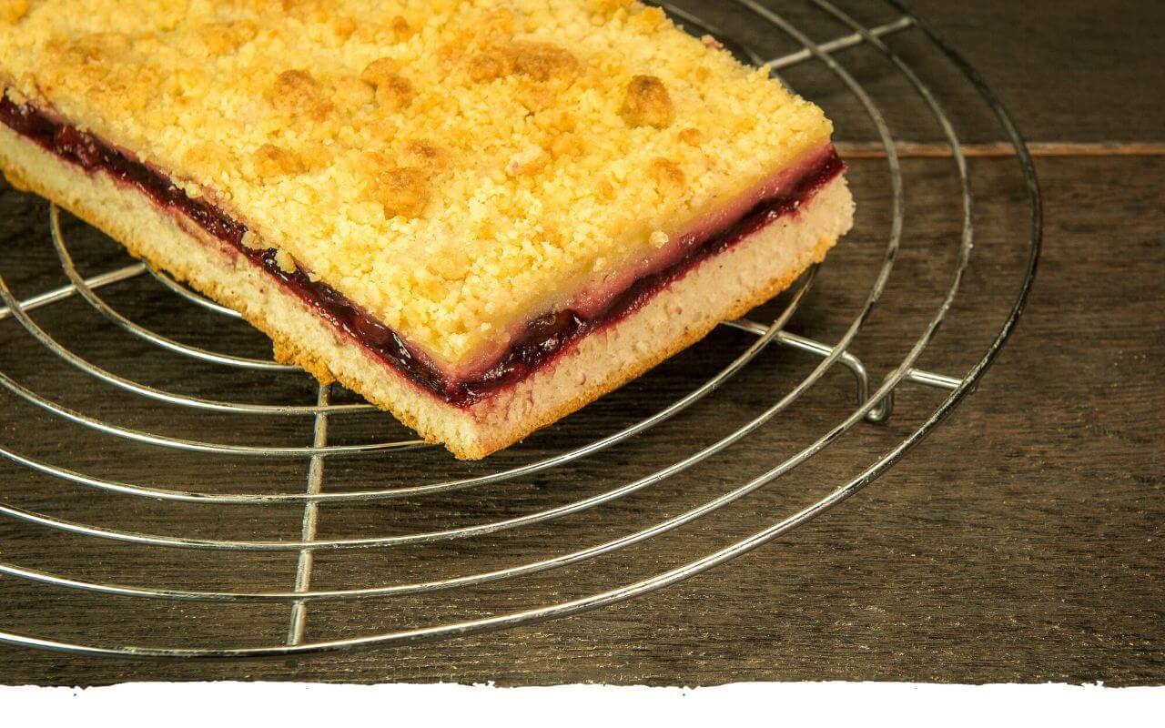Apfel-Kirsch-Streusel-Kuchen von der Bäckerei Brinker