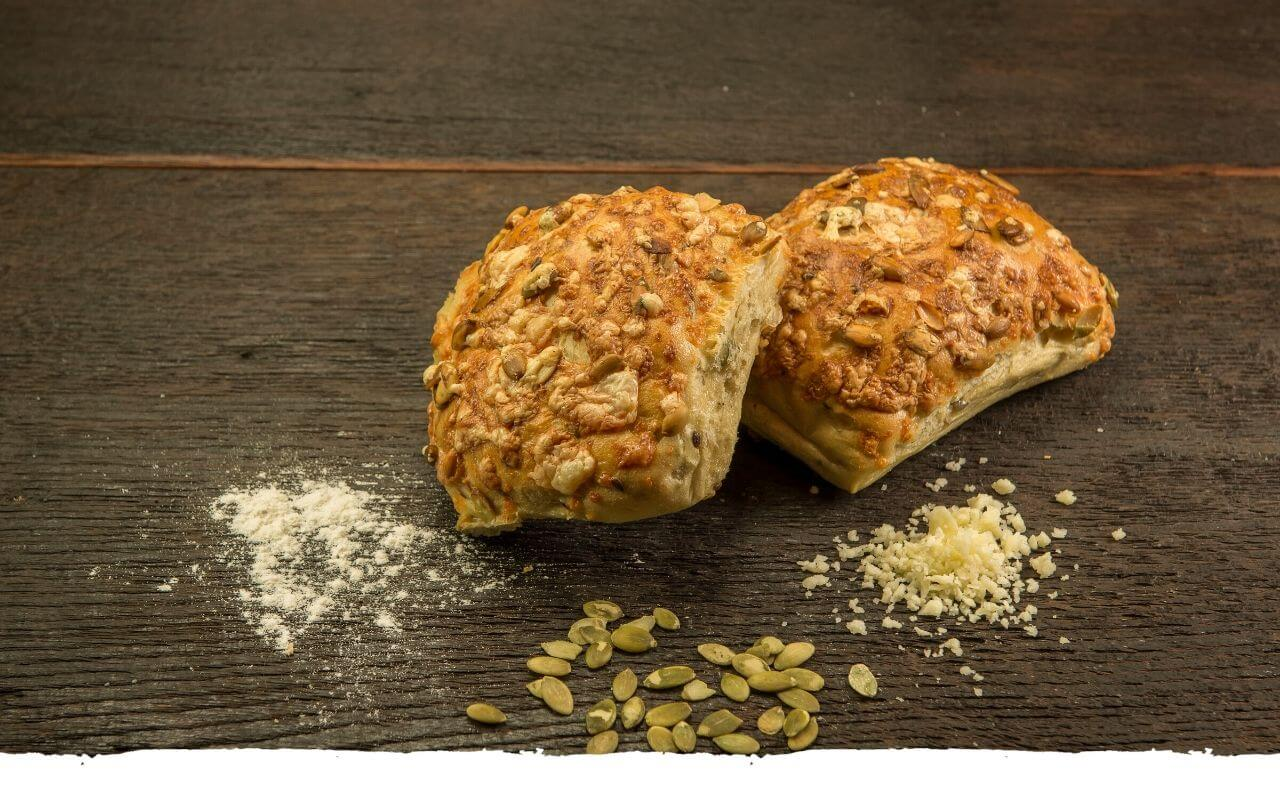 Kürbiskernbrötchen von der Bäckerei Brinker